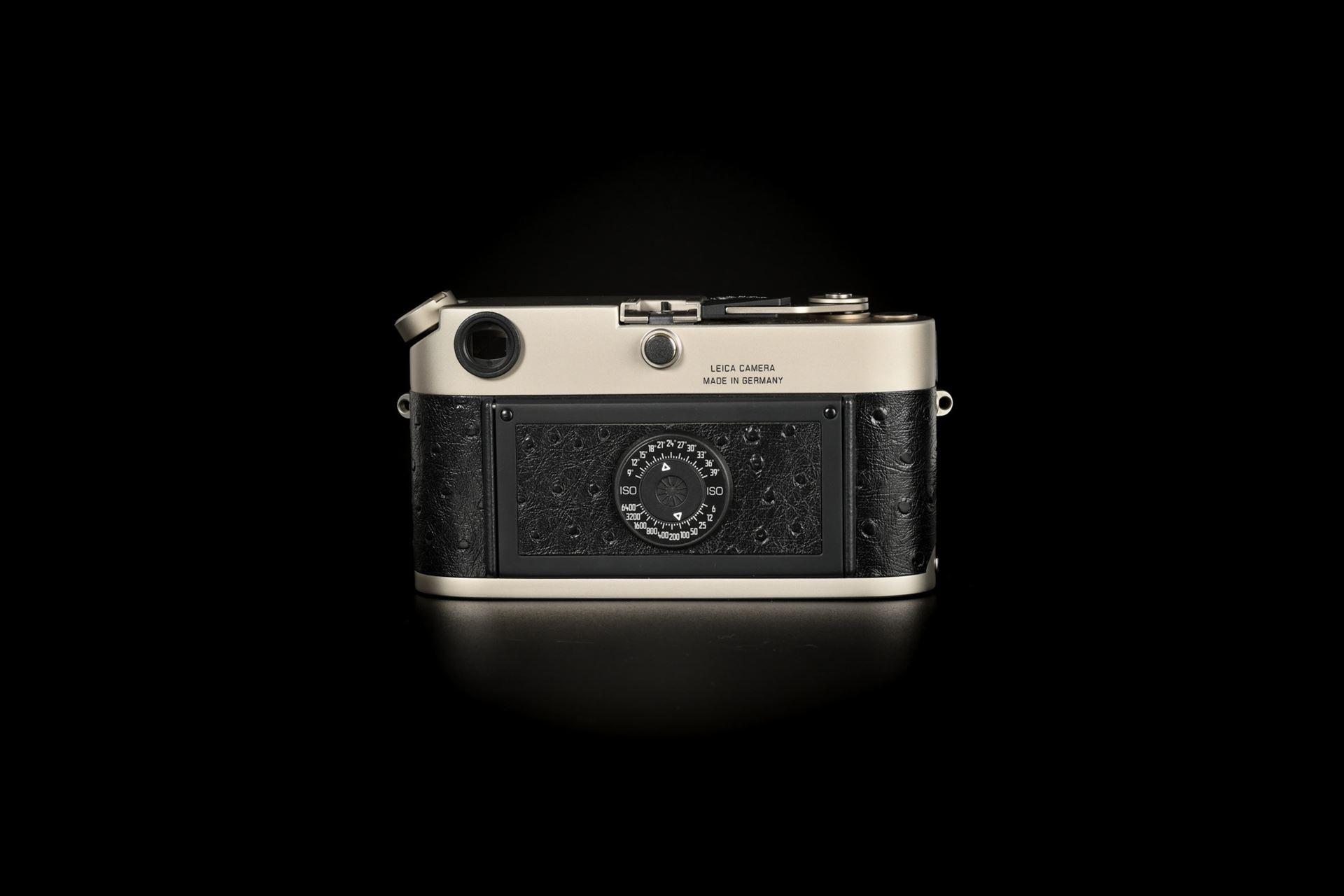 Picture of Leica M6 Classic 0.72 Titanium