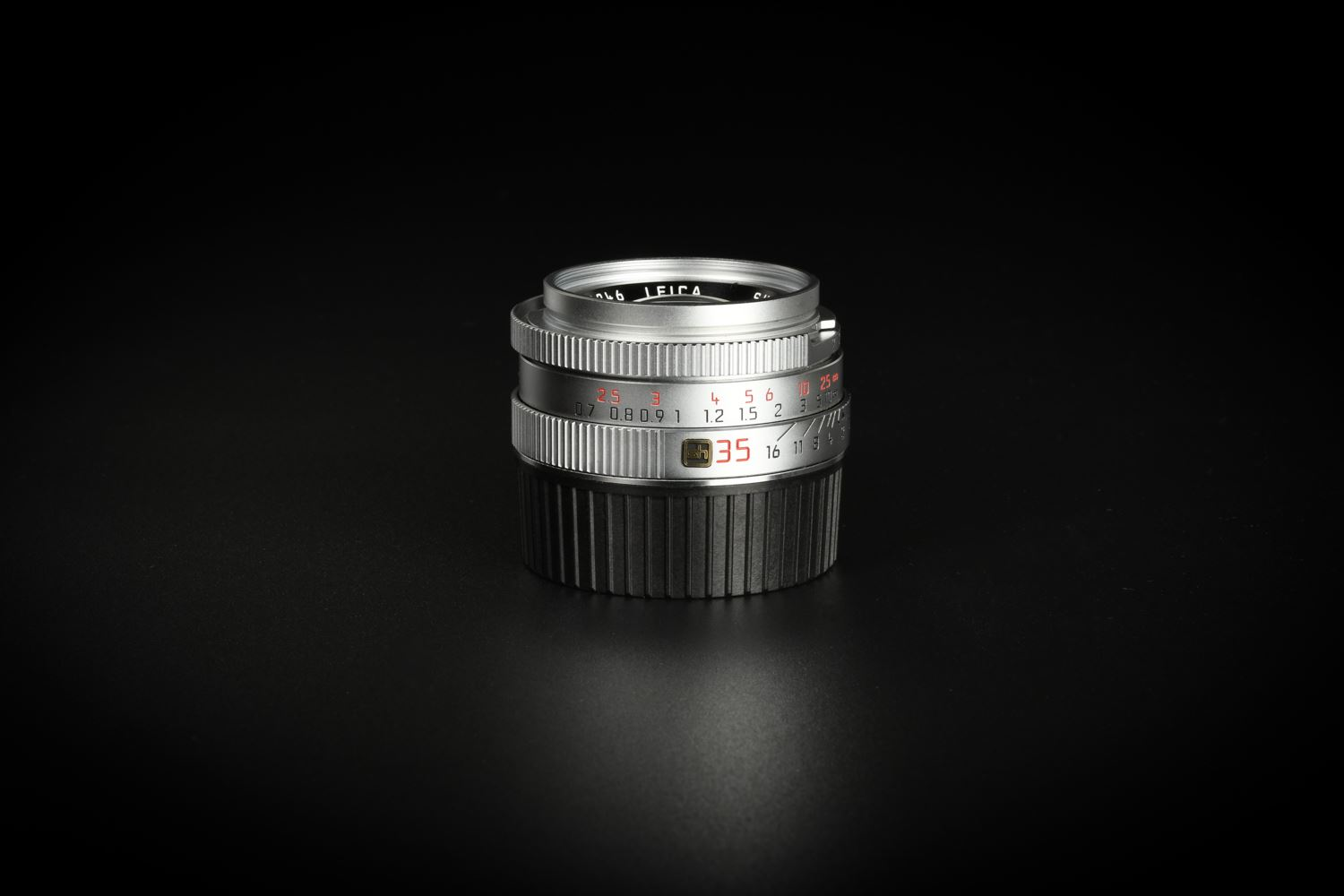 Picture of Leica Summicron-M 35mm f/2 Ver.4 7-element Silver