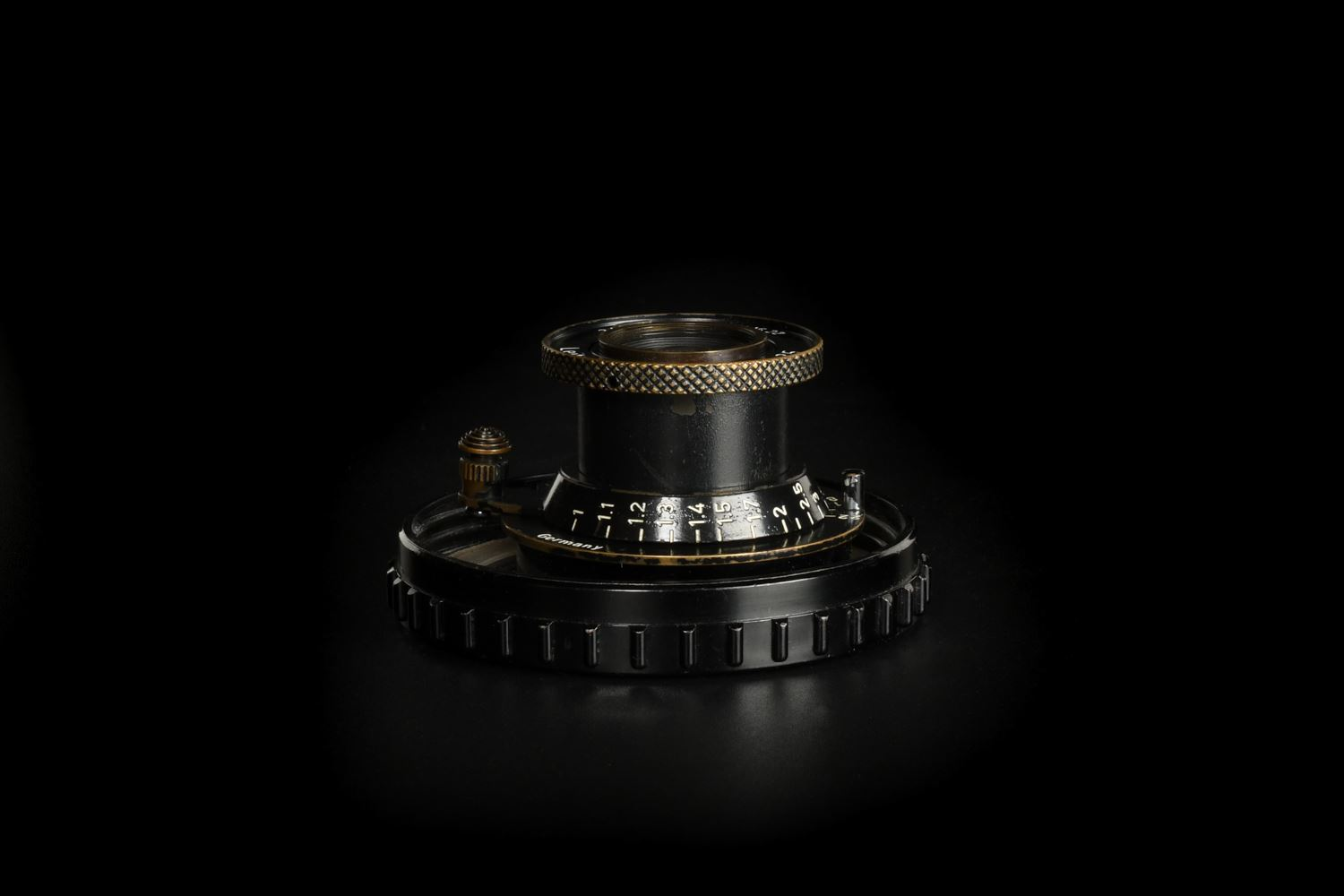 Picture of Leica Elmar 5cm f/3.5 Screw LTM Black Paint Swedish Army
