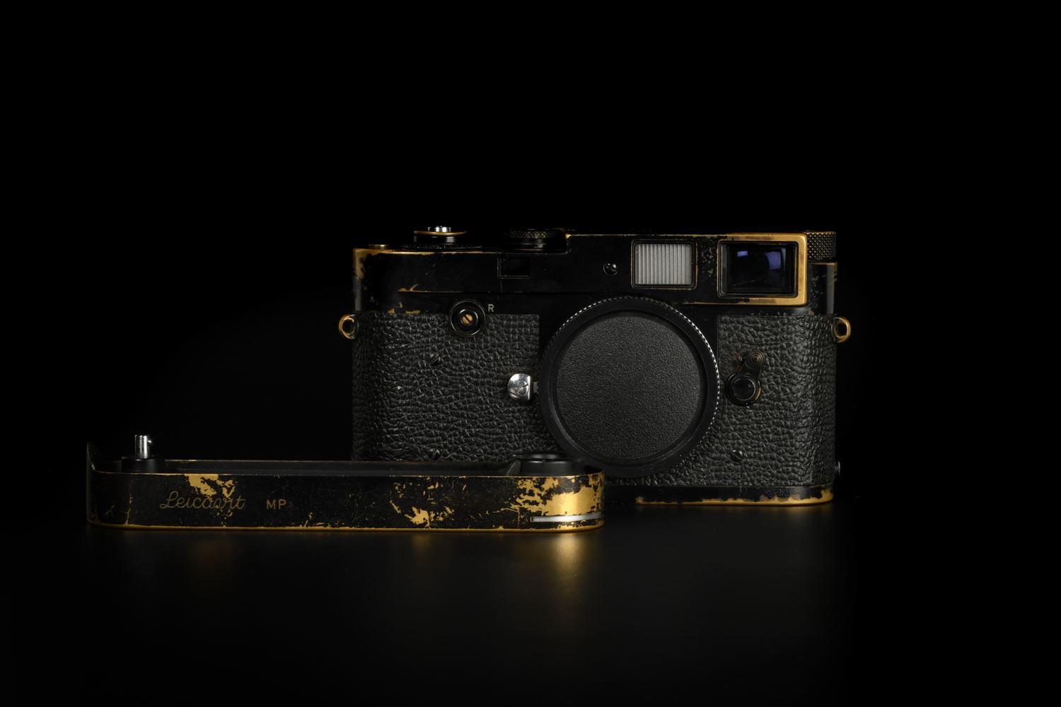 Picture of Leica M2 with Leicavit Black Paint