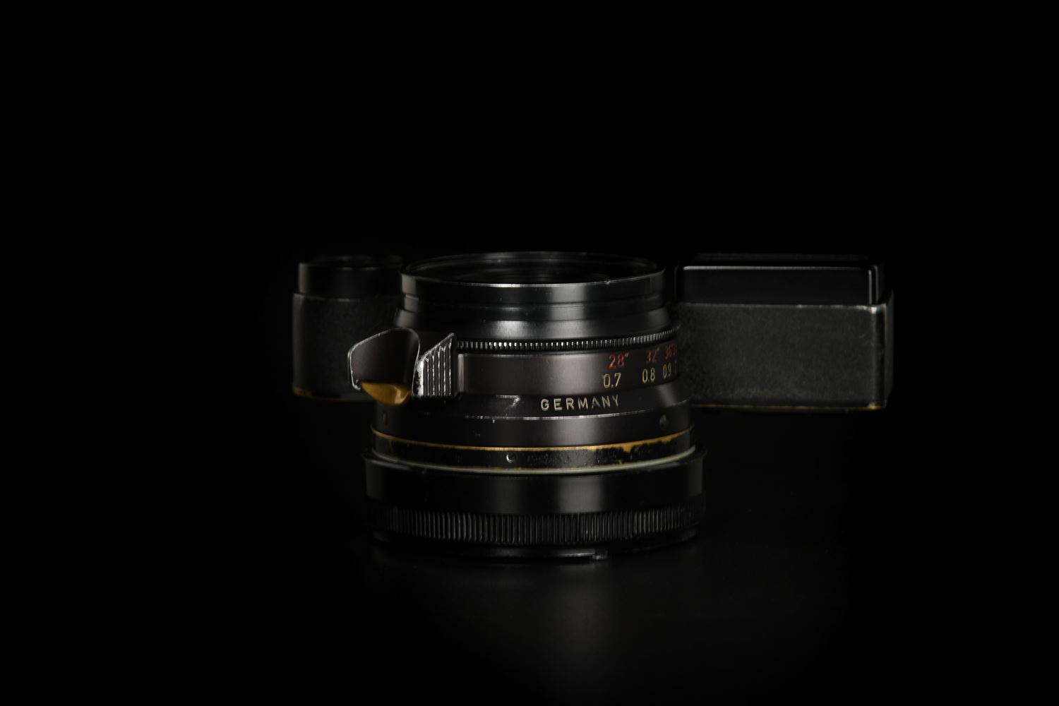Picture of Leica Summicron-M 35mm f/2 Ver.1 8-element Germany Black Paint M3