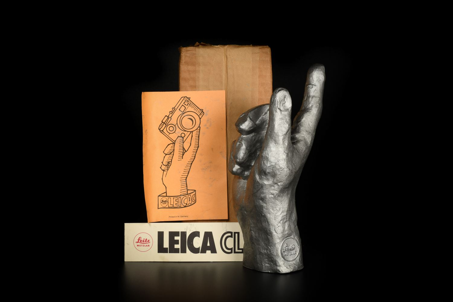 Picture of Leica CL Wooden hand display Stand
