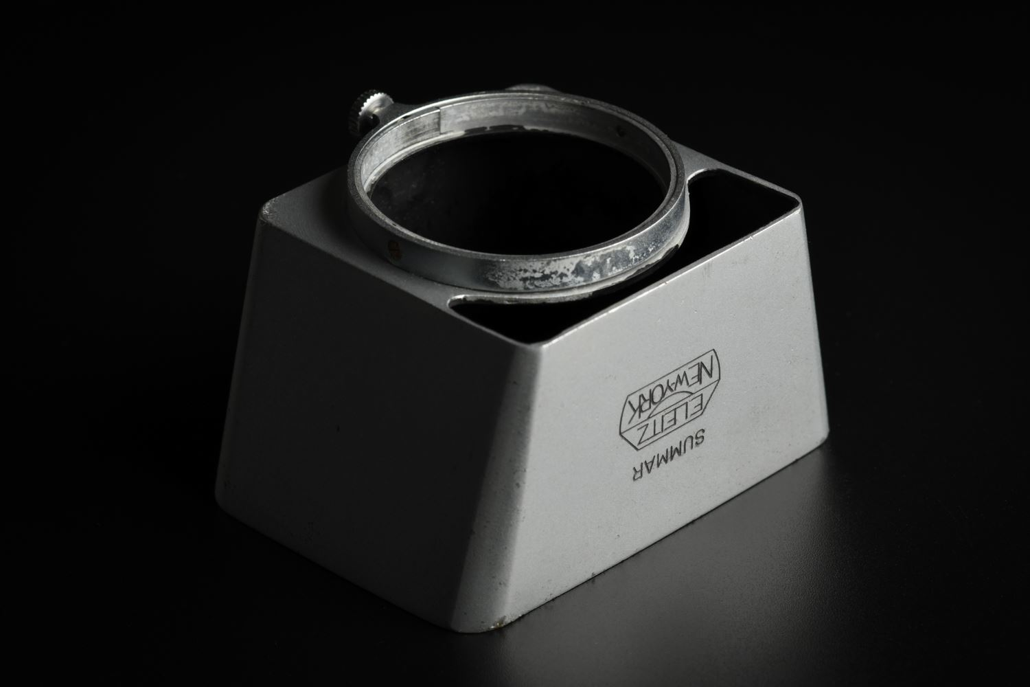 Picture of Leica SOOMP Silver Chrome New York Lens hood