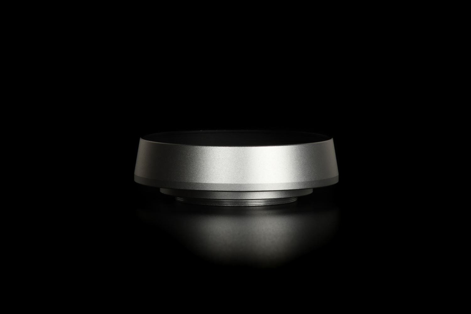 Picture of Silver Ventilated Lens Hood made for Leica E39 lenses