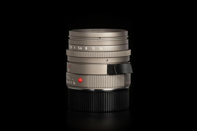 Picture of Leica Summilux-M 35mm f/1.4 ASPH Titanium