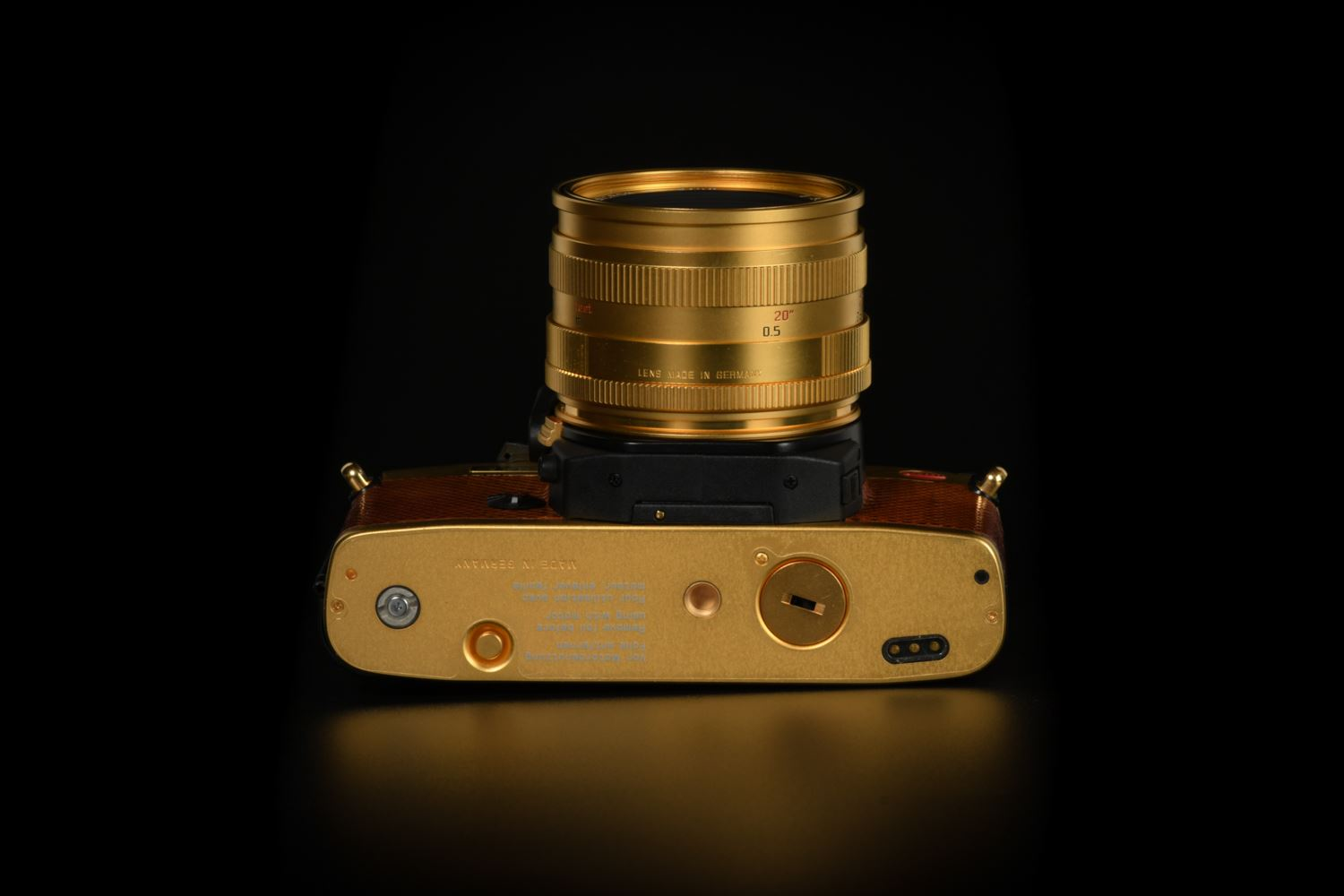 "Picture of leica r6.2 gold with summicron-r 50mm f/2 ""july 1, 1997 hong kong"""