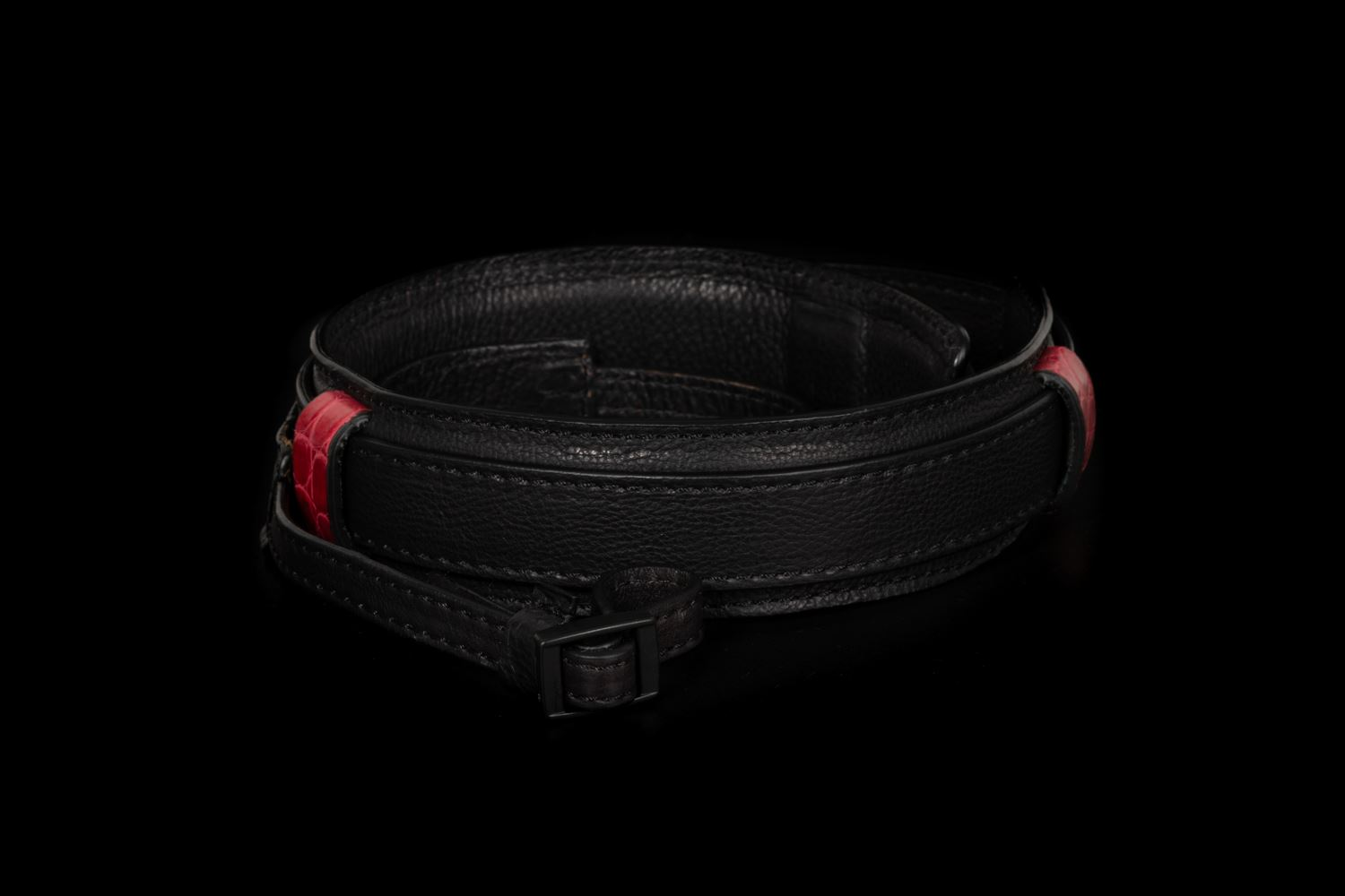 Picture of Angelo Pelle Neck Strap, Ferrara SL - Black with Real Crocodile Red Loops