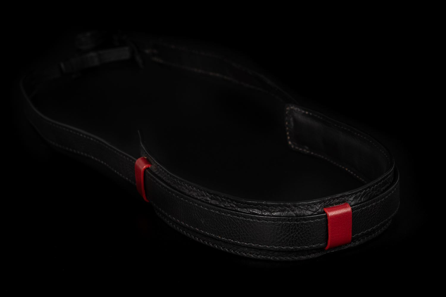 Picture of Angelo Pelle Neck Strap, Ferrara SL - Black with Red Loops