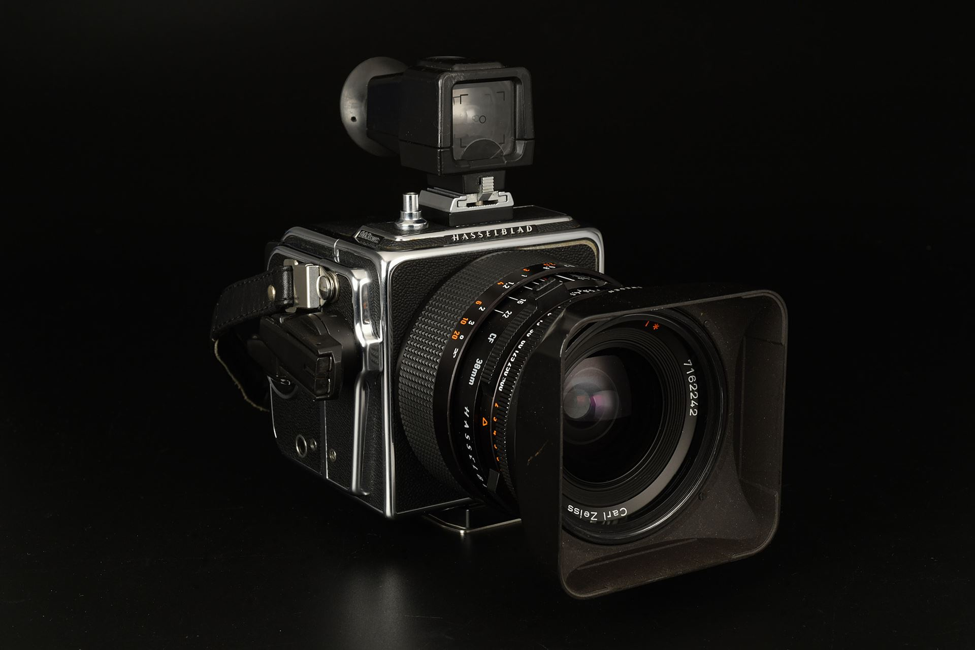 Picture of hasselblad 903 swc with a12 magazines