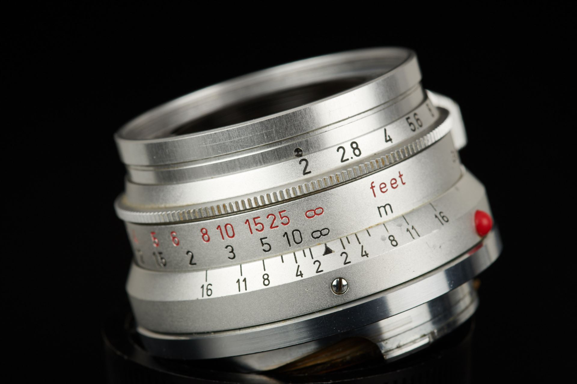 Picture of leica summicron 35mm f/2 8-element germany