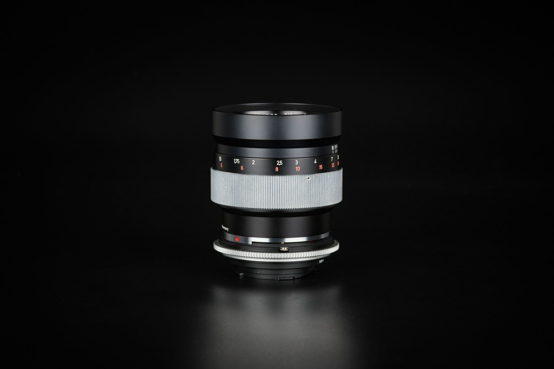 Picture of contarex planar 85mm f/1.4