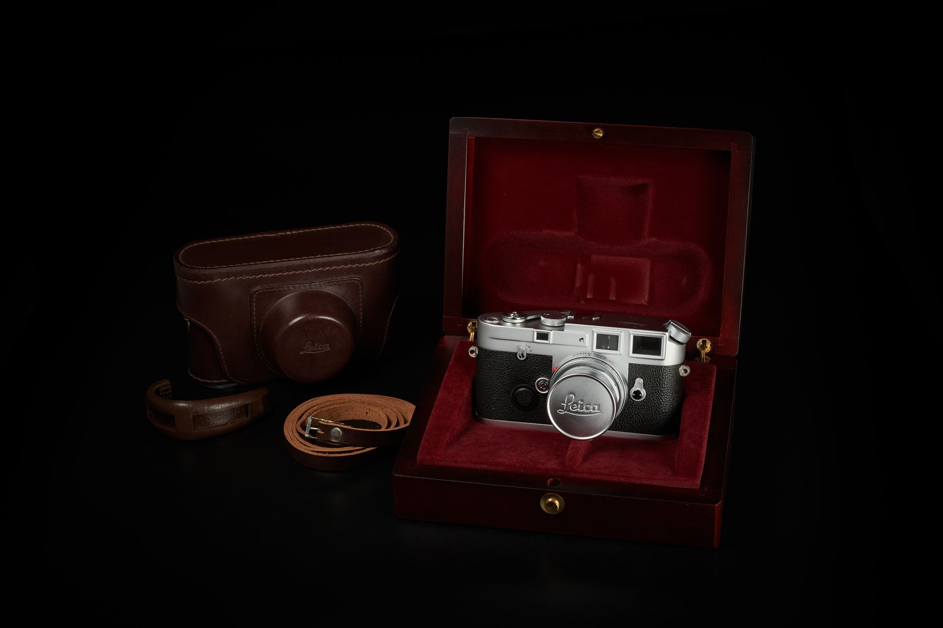 Picture of leica m6j silver 40th anniversary with elmar-m 50mm f/2.8 set